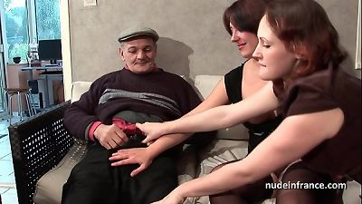 FFM 2 french dark-haired sharing an mature guy cock of Papy voyeur